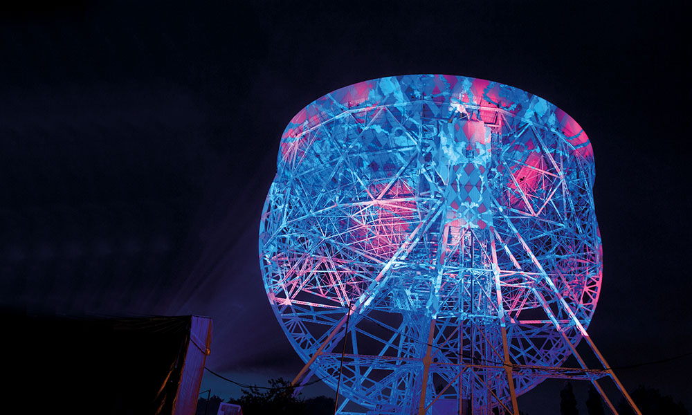 he Lovell Telescope during the bluedot Festival at 焦德雷尔班克 Observatory
