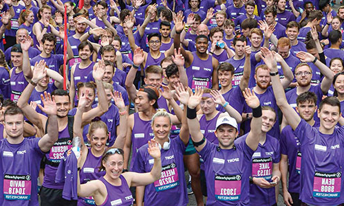 Thousands of staff, students and alumni together in a 'Purple Wave' for the Simplyhealth Great 曼彻斯特 Run, raising money for good causes.