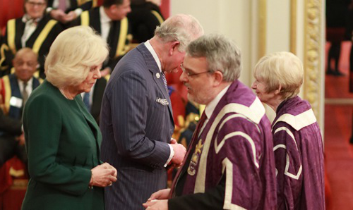 Prof Nigel Scrutton collects the Queen's Anniversary Award